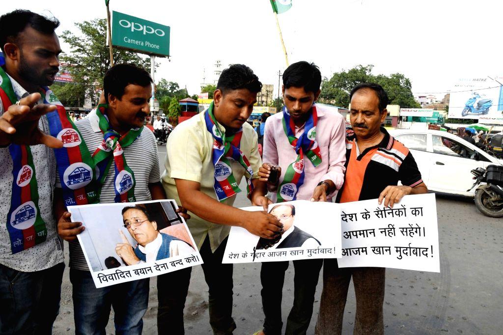 LJP wokers stage a demonstration against Samajwadi Party leader Azam Khan's remarks on Indian Army in Patna on June 28, 2017. - Azam Khan