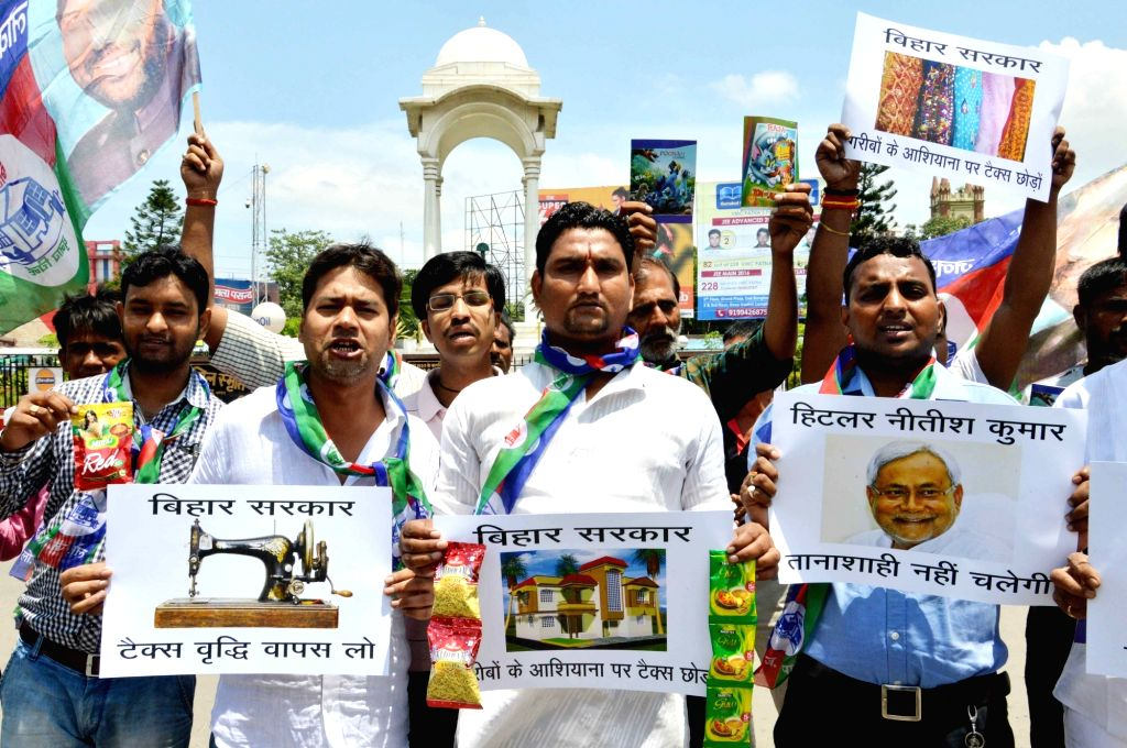 LJP workers stage a demonstration against hike in VAT in Patna on Aug 3, 2016.