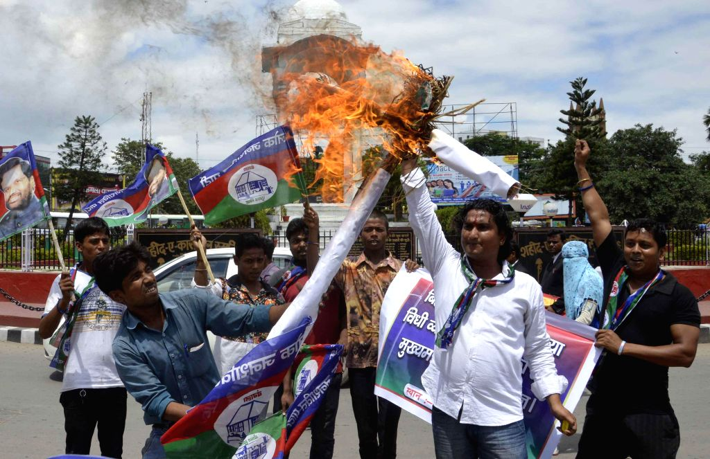 LJP workers stage a demonstration against rising rate of crime in Bihar, in Patna on Sept 2, 2014.