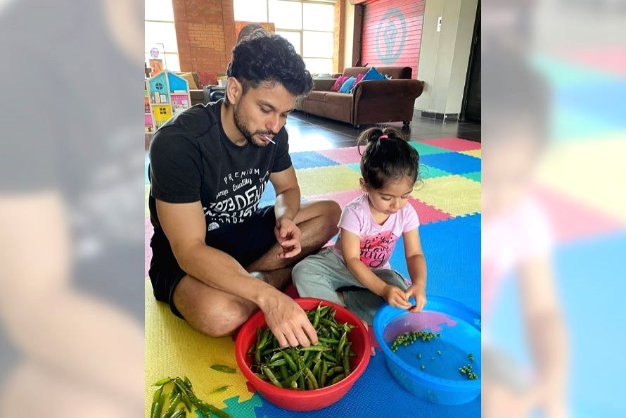 Lockdown diaries: Kunal Kemmu peels 'matar' with daughter Inaya.