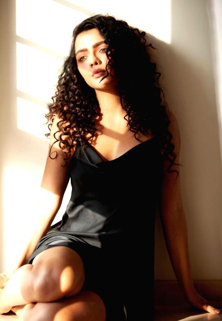 Lockdown diaries: Ruhii Singh starts online sessions with stars. - Ruhii Singh
