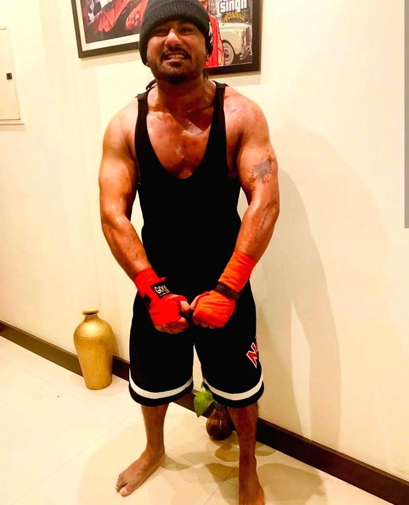 Lockdown diaries: Yo Yo Honey Singh works at a muscular toned look. - Singh