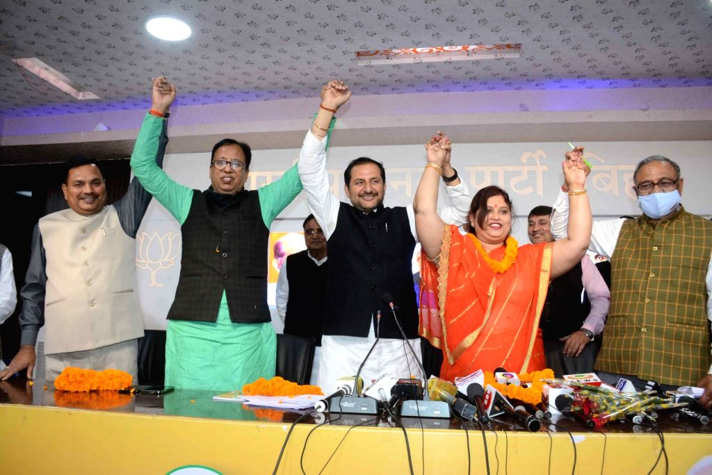 Lok Janshakti Party MLC Nutan Singh joined hands with BJP state president Sanjay Jaiswal after joining BJP in Patna on  Monday 22nd February, 2021. - Nutan Singh