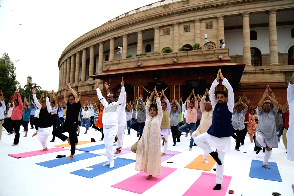 Lok Sabha Speaker Om Birla and Union Ministers Arjun Ram Meghjwal, Kiren Rijiju and Anurag Thakur participate in a Yoga session organised as part of 'Fit India' Movement, at Parliament ... - O, Arjun Ram Meghjwal, Kiren Rijiju and Anurag Thakur