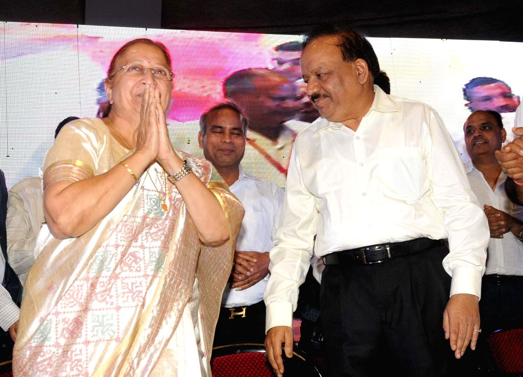 Lok Sabha Speaker Sumitra Mahajan and Union Health Minister Harsh Vardhan during a programme organised on the first foundation day of International Vaish Federation in New Delhi on July 13, 2014. - Sumitra Mahajan