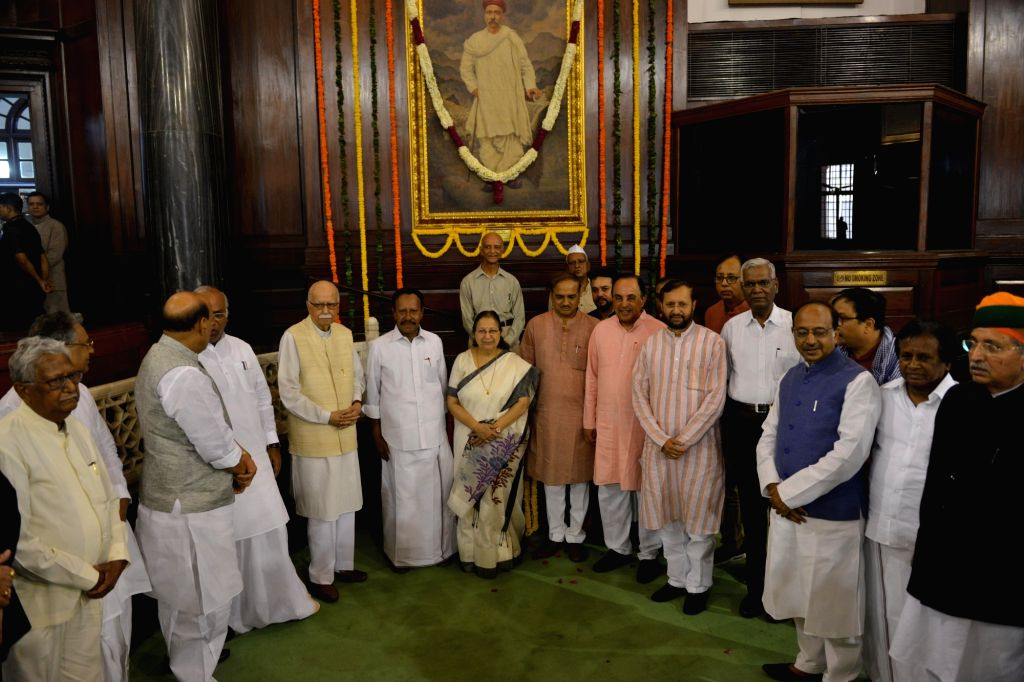 Lok Sabha Speaker Sumitra Mahajan with Union Ministers Rajnath Singh, Ananth Kumar, Arjun Ram Meghwalm, Prakash Javadekar, BJP MP Subramanian Swamy, CPI General Secretary D Raja and ... - Sumitra Mahajan, Ministers Rajnath Singh, Ananth Kumar, Arjun Ram Meghwalm, Prakash Javadekar and B