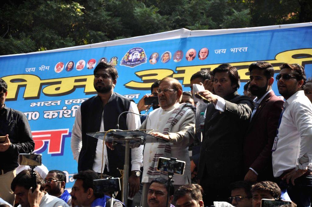 Loktantrik Janata Dal leader Sharad Yadav addresses at Bhim Army's sit-in demonstration, in New Delhi, on March 15, 2019. - Sharad Yadav