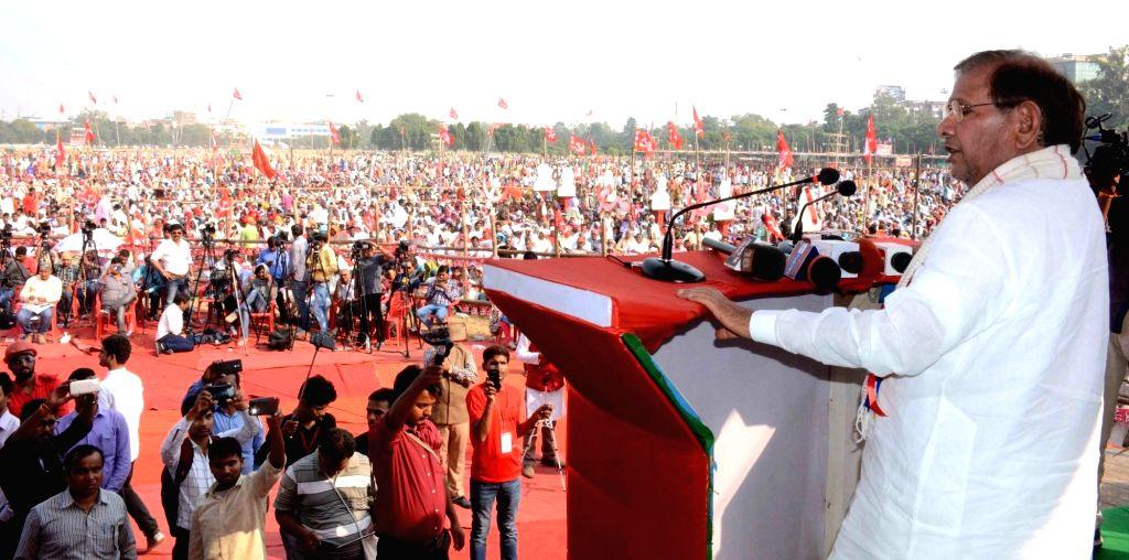Loktantrik Janata Dal (LJD) chief Sharad Yadav addresses during CPI's 'BJP Bhagao, Desh Bachao' rally organised by CPI and CPI-ML in Patna, on Oct 25, 2018. - Sharad Yadav