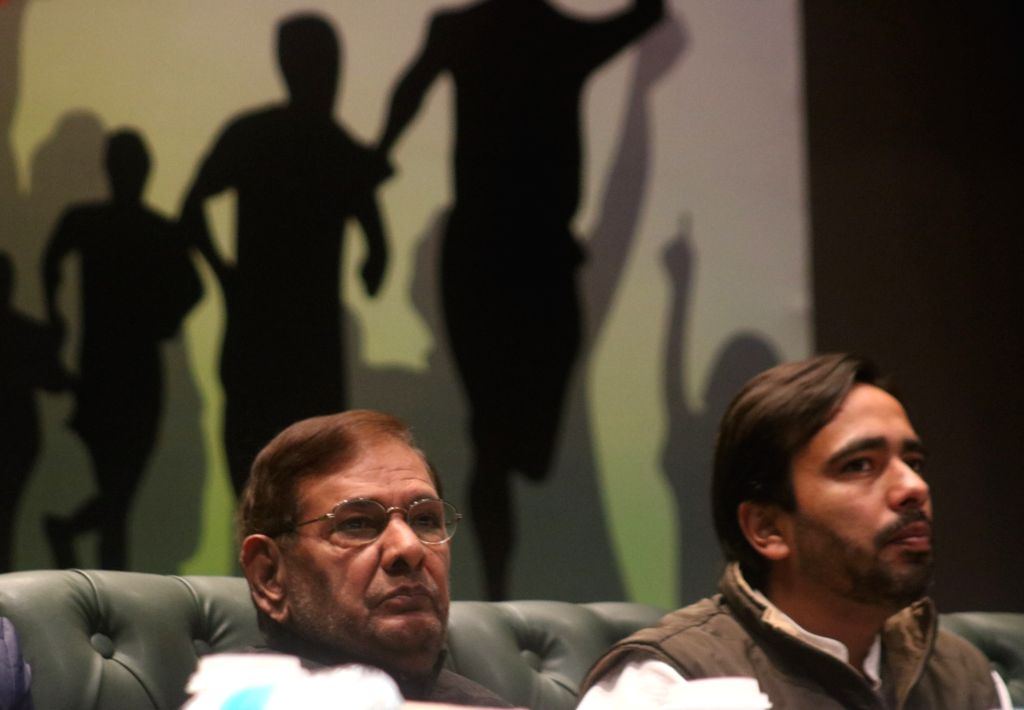 Loktantrik Janata Dal (LJD) leader Sharad Yadav and Gujarat Patidar leader Hardik Patel during Yuva Adhikar Sammelan in New Delhi on Feb 12, 2019. - Sharad Yadav and Hardik Patel