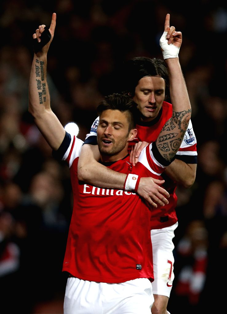 Olivier Giroud (L) of Arsenal celebrates scoring with teammate Tomas Rosicky during the Barclays Premier League match between Arsenal and West Ham United at ...