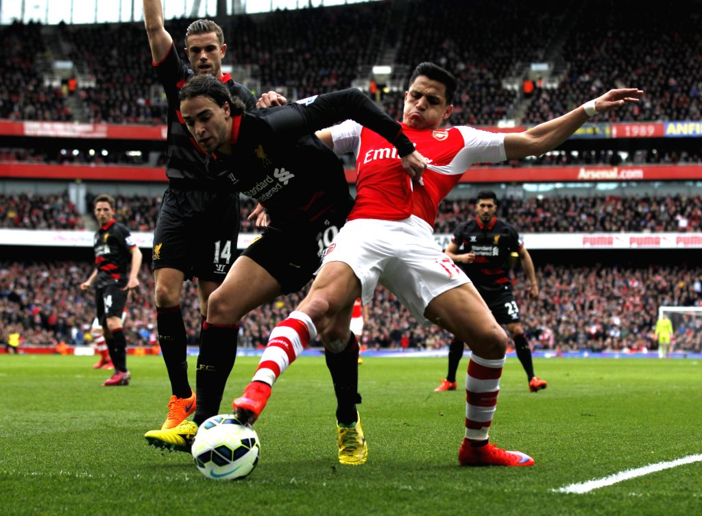 Alexis Sanchez (R) of Arsenal vies with Lazar Markovic (C)of Liverpool during their Barclays Premier League match at the Emirates Stadium in London, England on April ...