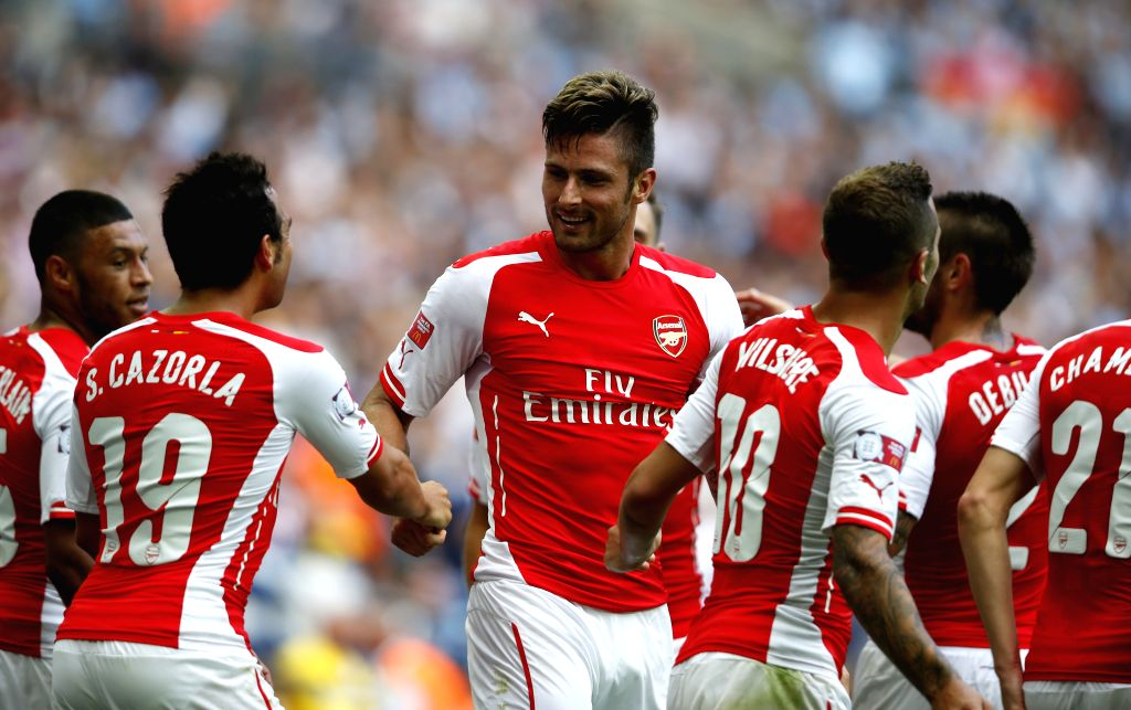Olivier Giroud (C) of Arsenal celebrates scoring with Santi Cazorla(2nd, L) during the Community Shield match between Arsenal and Manchester City at Wembley Stadium .