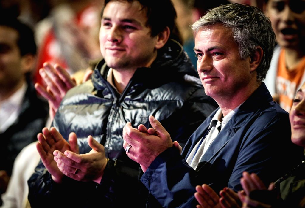 London (Britain): Manager Jose Mourinho (R) of Chelsea watches Roger Federer of Switzerland in the ATP World Tour Finals round robin match against Andy Murray of Britain in London, Britain, on Nov. ..