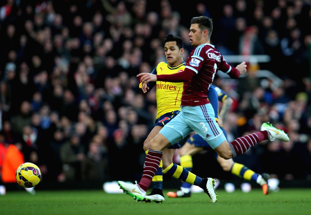 Alexis Sanchez (L) of Arsenal vies with Aaron Cresswell of West Ham United during the Barclays Premier League match between West Ham United and Arsenal at Upton Park