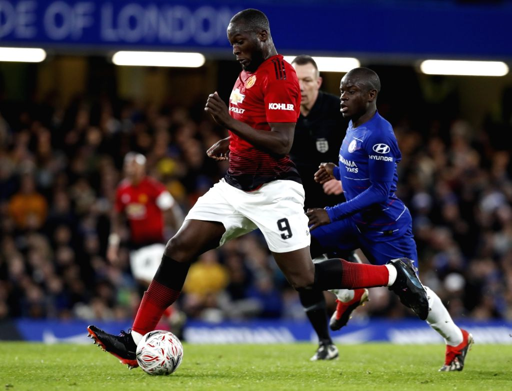 LONDON, Feb. 19, 2019 - Manchester United's Romelu Lukaku (L) competes during the FA Cup fifth round match between Chelsea and Manchester United in London, Britain on Feb. 18, 2019. Manchester United ...