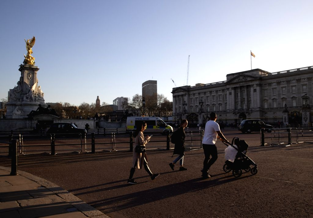 LONDON, Feb. 27, 2019 - People pass by the Buckingham Palace in London, Britain, on Feb. 26, 2019. Britain experienced its warmest February day on record Monday as the highest temperature reached ...