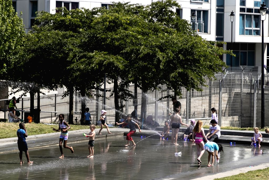 LONDON, July 25, 2019 - Children have fun at a fountain in London, Britain, on July 25, 2019. The temperature hit 38.1 degrees Celsius in southern England on Thursday, setting a new record for the ...