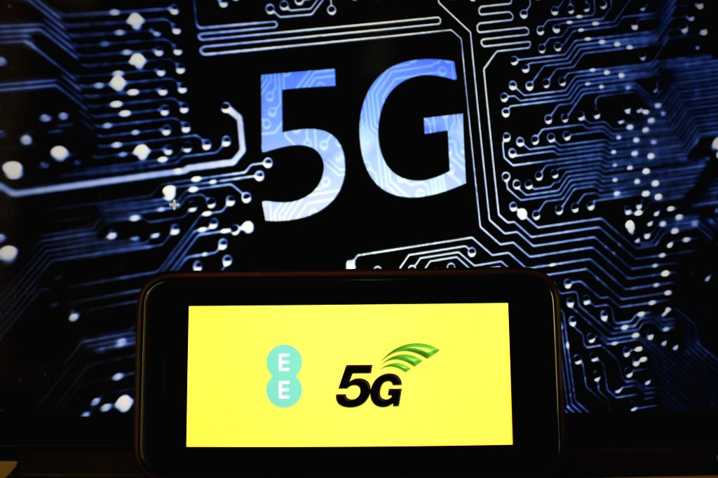 LONDON, May 30, 2019 (Xinhua) -- Photo taken on May 30, 2019 shows the logo of 5G network in London, Britain. Mobile network operator EE said on last Wednesday that it would launch Britain's first 5G service in six major cities on May 30th. (Xinhua/H