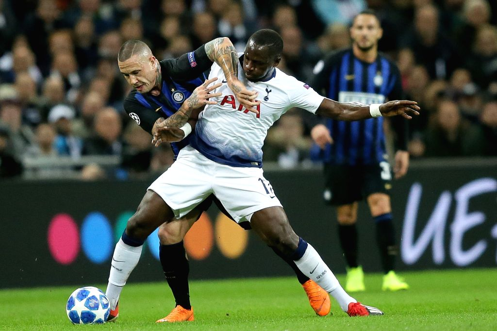LONDON, Nov. 29, 2018 - Tottenham Hotspur's Moussa Sissoko (C) vies with Inter Milan's Radja Nainggolan (L) during the UEFA Champions League Group B match between Tottenham Hotspur and Inter Milan at ...