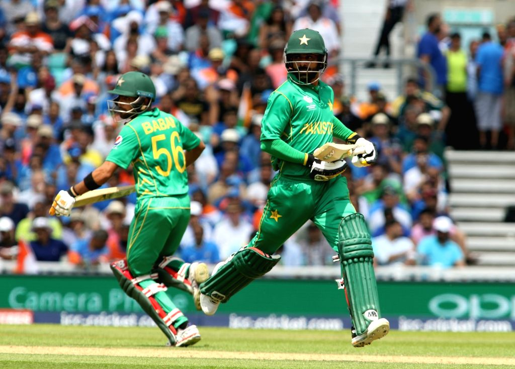 London : Pakistan's Mohammad Hafeez runs between the wickets during the ICC Champions Trophy Final match between India and Pakistan at Kennington Oval in London on June 18, 2017. (Photo: Surjeet Yadav/IANS) - Surjeet Yadav