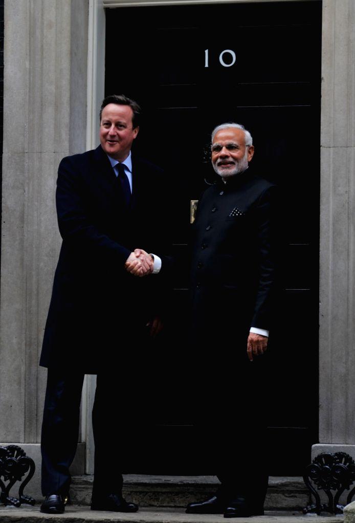 :London: Prime Minister Narendra Modi with his British counterpart David Cameron in London, England on Nov 12, 2015. (Photo: IANS/MEA). - Narendra Modi
