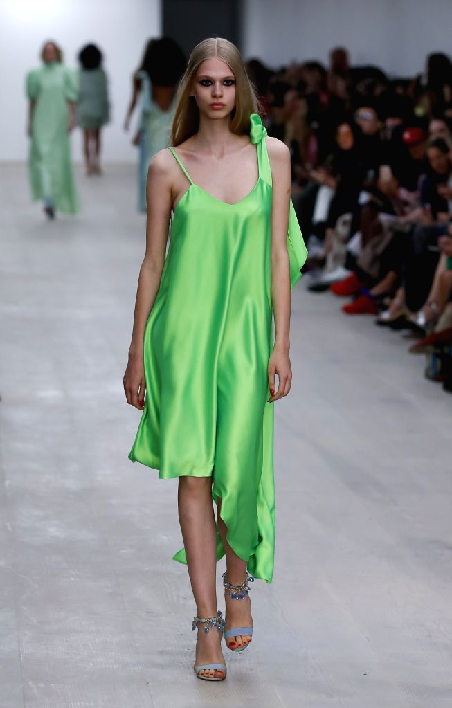 LONDON, Sept. 13, 2019 - A model presents a creation of Roberta Einer during the London Fashion Week in London, Britain, on Sept. 13, 2019.