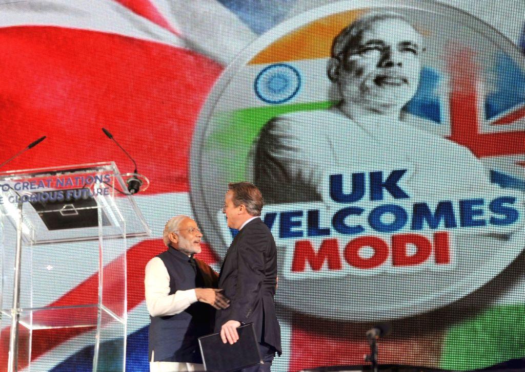 London (UK): Prime Minister Narendra Modi and the Prime Minister of United Kingdom (UK), David Cameroon at Wembley Stadium, in London on Nov 13, 2015. - Narendra Modi