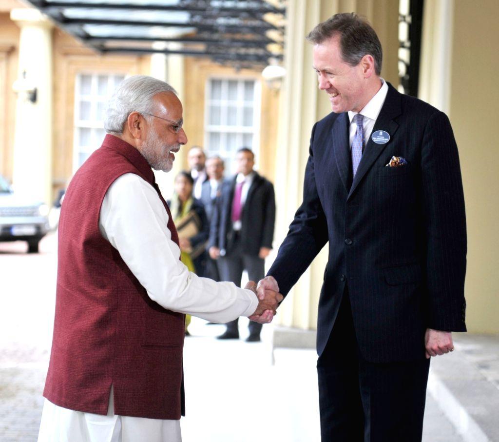 London (UK): Prime Minister Narendra Modi arrives at Buckingham Palace, in London on Nov 13, 2015. - Narendra Modi