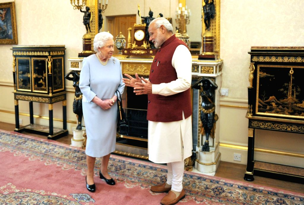 :London (UK): Prime Minister Narendra Modi meets Her Majesty the Queen Elizabeth II, of the United Kingdom, at Buckingham Palace, in London on Nov 13, 2015. (Photo: IANS/PIB). - Narendra Modi