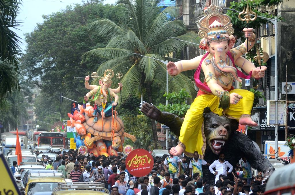 Lord Ganesha's idols being taken to their respective pandals ahead of Ganesh Chaturthi in Mumbai on Sept 2, 2018.