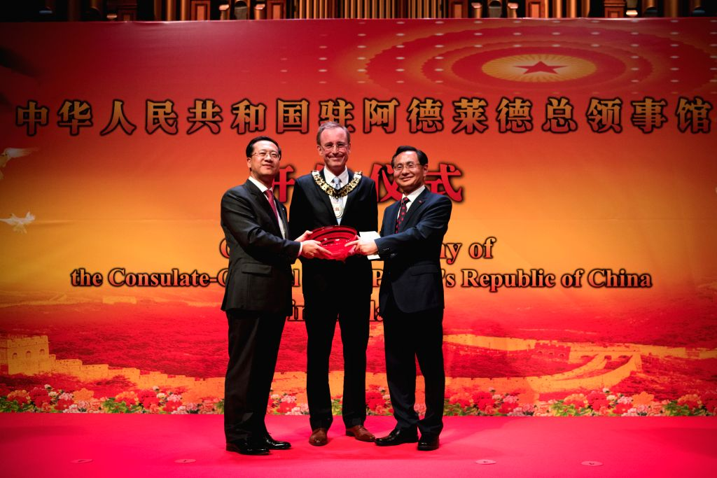 Lord Mayor of Adelaide Martin Haese (C) presents a gift to the Chinese Consulate-General in Adelaide which is received by Chinese Ambassador to Australia Ma Zhaoxu ... - Rao Hongwei
