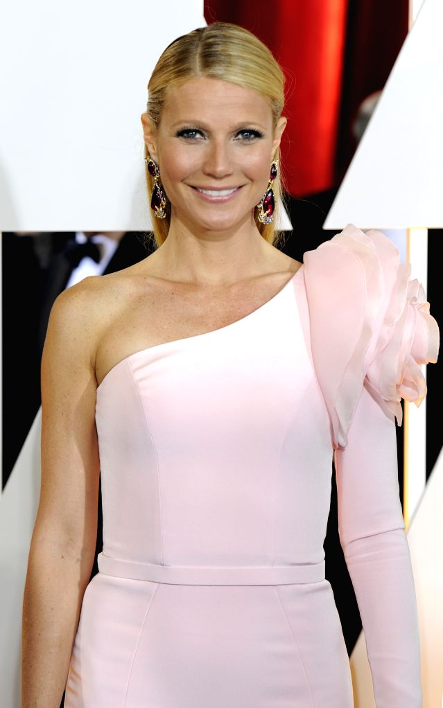 Gwyneth Paltrow arrives for the red carpet of the 87th Academy Awards at the Dolby Theater in Los Angeles, the United States, on Feb. 22, 2015. (Xinhua/Yang ...