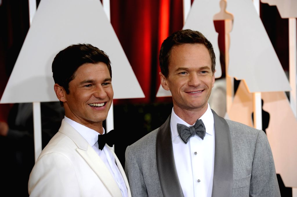 LOS ANGELES, Feb 23, 2015 (Xinhua) -- The host Neil Patrick Harris (R) with his lover arrives for the red carpet of the 87th Academy Awards at the Dolby Theater in Los Angeles, the United States, on Feb 22, 2015. (Xinhua/Yang Lei/IANS)(wxl)