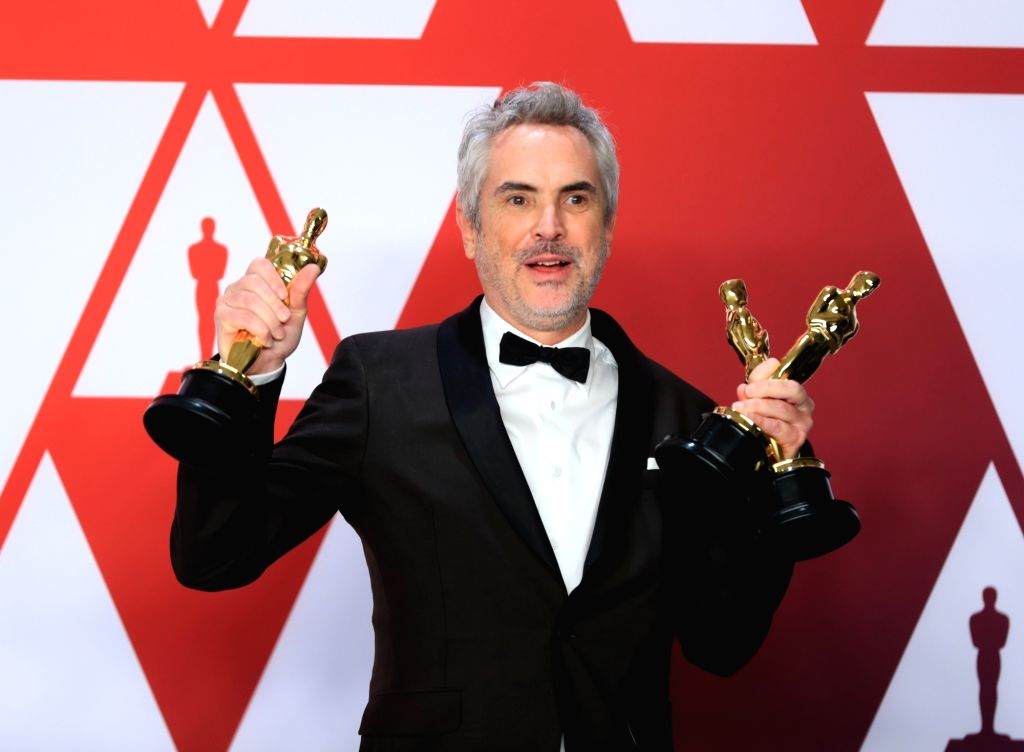 """LOS ANGELES, Feb. 25, 2019 (Xinhua) -- Alfonso Cuaron, winner of the Best Director award for """"Roma"""", poses for photos in the press room during the 91st Academy Awards ceremony, or the Oscars, held at the Dolby Theatre in Los Angeles, the United State"""