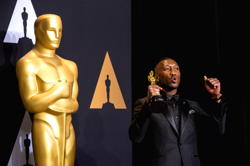 "LOS ANGELES, Feb. 27, 2017 (Xinhua) -- Actor Mahershala Ali poses after winning the Best Supporting Actor for his role in ""Moonlight"" at press room of the 89th Academy Awards at the Dolby Theater in Los Angeles, the United States, on Feb. 26, 2017. ( - Mahershala Ali"