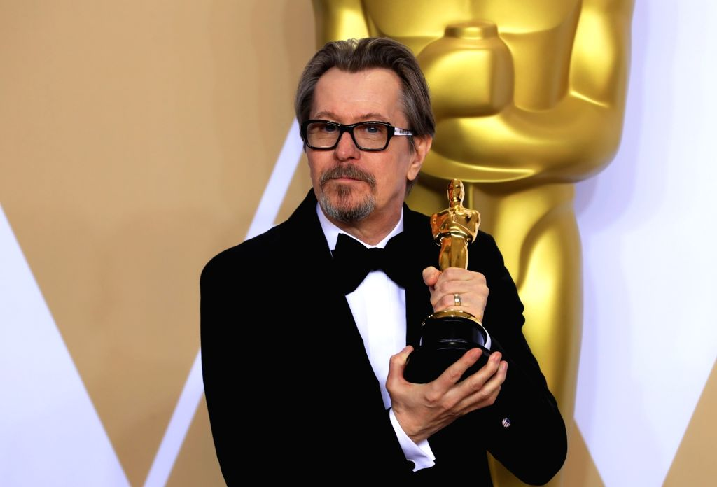 """LOS ANGELES, March 5, 2018 (Xinhua) -- Actor Gary Oldman poses after winning the Best Actor award for """"Darkest Hour"""" at press room of the 90th Academy Awards at the Dolby Theater in Los Angeles, the United States, on March 4, 2018. (Xinhua/Li Ying/IA - Gary Oldman"""