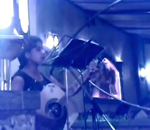 "Love you zindagi"" fame singer Jasleen Royal recently shared a throwback video, reminiscing the days when she used to play the guitar at a restaurant."