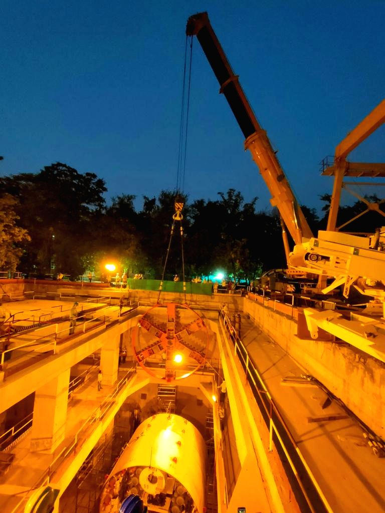 Lowering of Delhi Metro Phase IV???s first tunnel boring machine commences