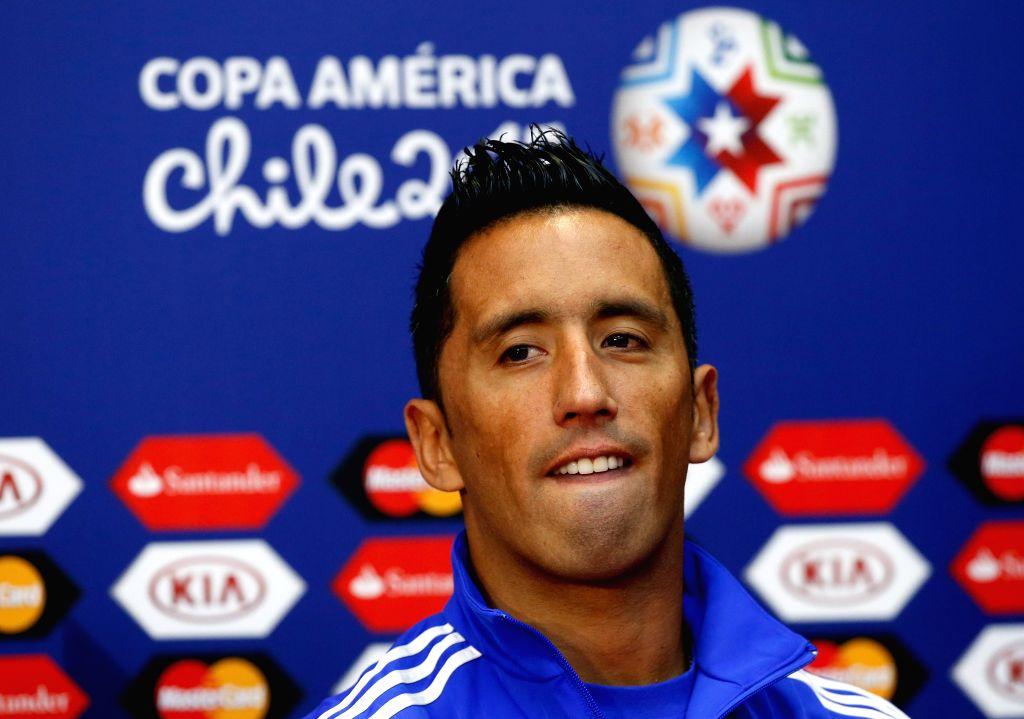 Lucas Barrios.  (IANS/EFE/Juan Carlos Cardenas)