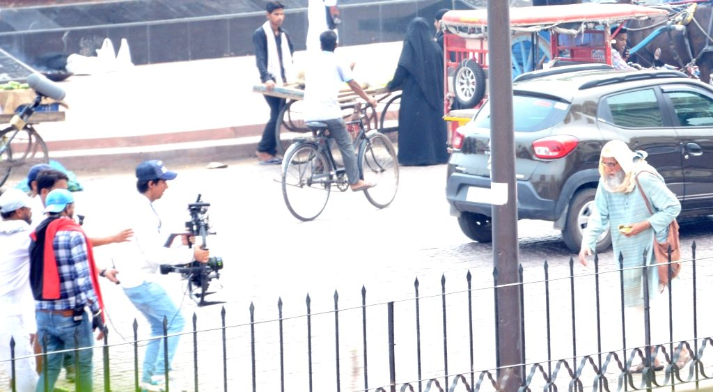 "Lucknow: Actor Amitabh Bachchan during shooting of his upcoming film ""Gulabo Sitabo"" in Lucknow on June 25, 2019. (Photo: IANS) - Amitabh Bachchan"