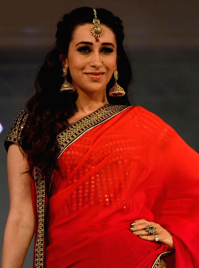 Actress Karishma Kapoor during a programme in Lucknow, on Dec 23, 2014.