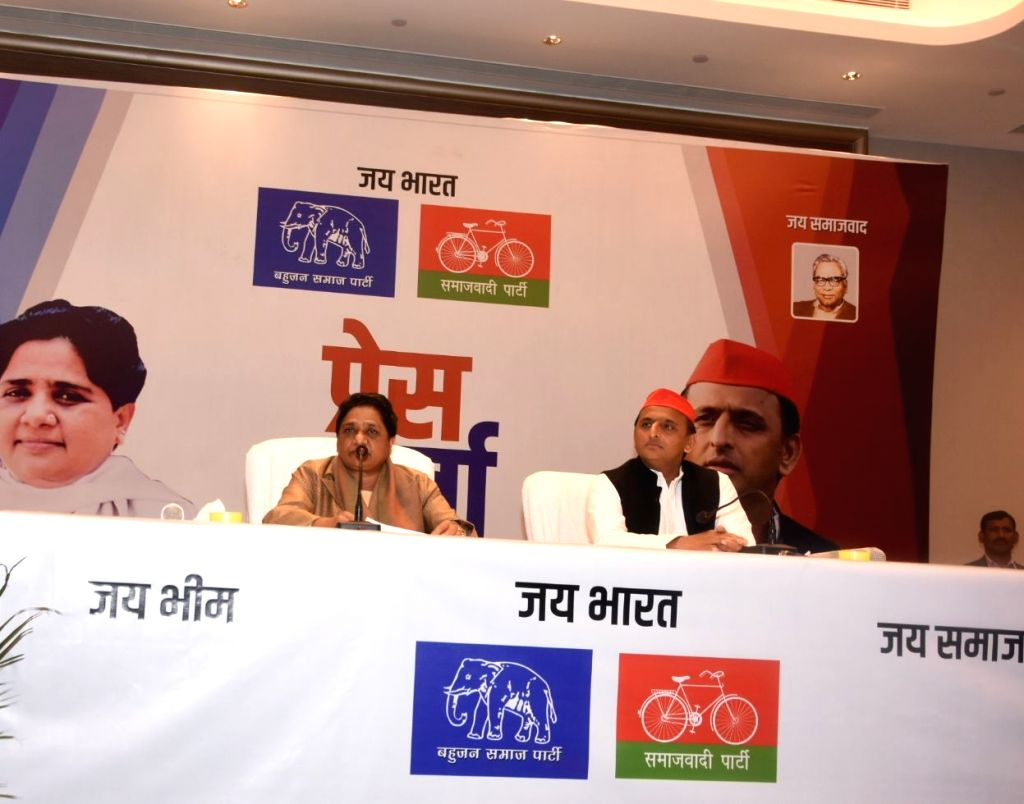 Lucknow: Bahujan Samaj Party (BSP) chief Mayawati and Samajwadi Party (SP) chief Akhilesh Yadav address a joint press conference in Lucknow, on Jan 12, 2019. BSP supremo Mayawati on Saturday announced that her party and SP will fight together in an a - Akhilesh Yadav