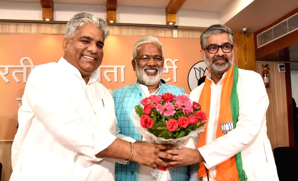 Lucknow: Former Samajwadi Party leader Neeraj Shekhar was given the membership of BJP in the presence of senior party leaders Swantra Deo Singh and Bhupendra Yadav at the the state party headquarters in Lucknow on July 27, 2019. (Photo: IANS) - Swantra Deo Singh and Bhupendra Yadav