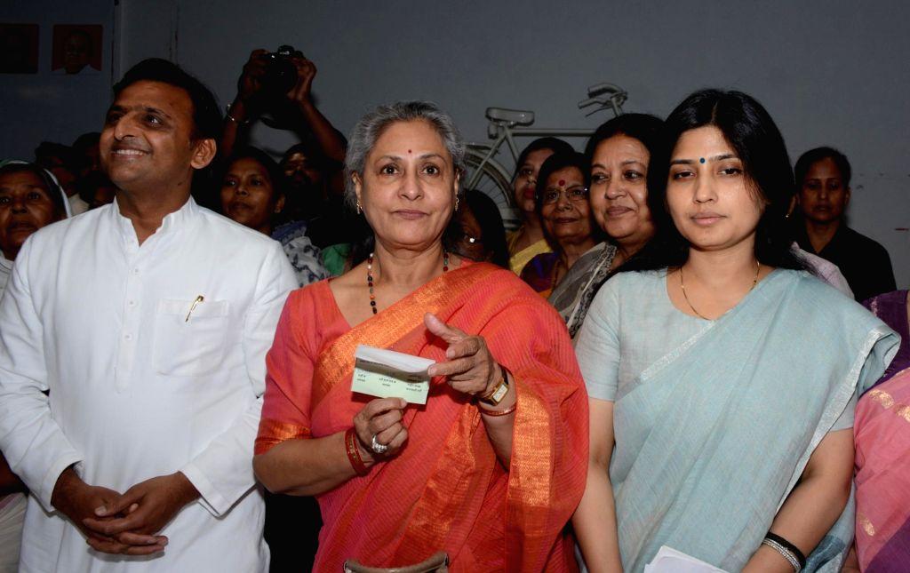 Lucknow: Former Uttar Pradesh Chief Minister Akhilesh Yadav, actor-turned politician Jaya Bachchan and Samajwadi Party MP Dimple Yadav during a programme at Samajwadi Party headquarter in Lucknow on April 25, 2017. (Photo: IANS) - Akhilesh Yadav and Jaya Bachchan