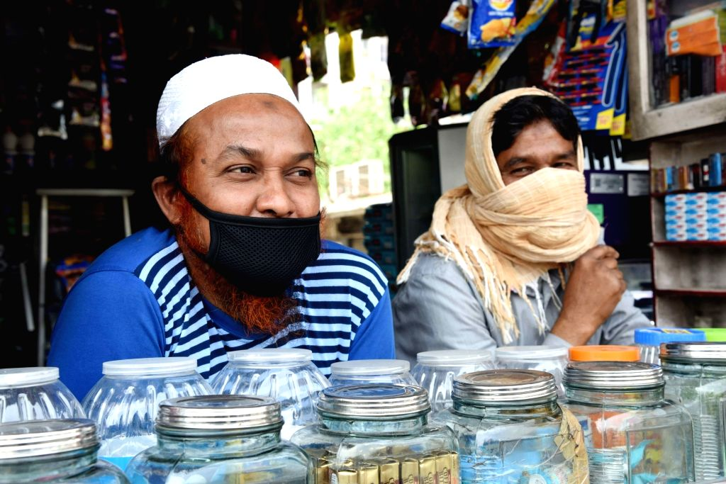 Lucknow, May 22 (IANS) As the markets reopened in Lucknow on Friday, an eerie silence prevailed in several shopping areas in the state capital.