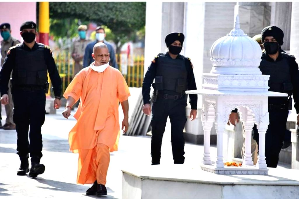 Lucknow, May 24 (IANS) The Yogi Adityanath government in Uttar Pradesh, on Sunday, announced the setting up of a Migration Commission for the welfare of migrants.