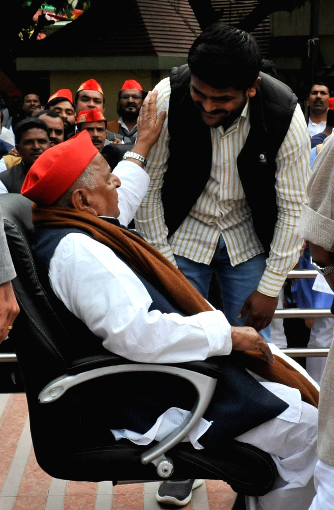 Lucknow: Patidar leader Hardik Patel meets Samajwadi Party founder Mulayam Singh Yadav in Lucknow on Feb 21, 2019. (Photo: IANS) - Hardik Patel and Mulayam Singh Yadav