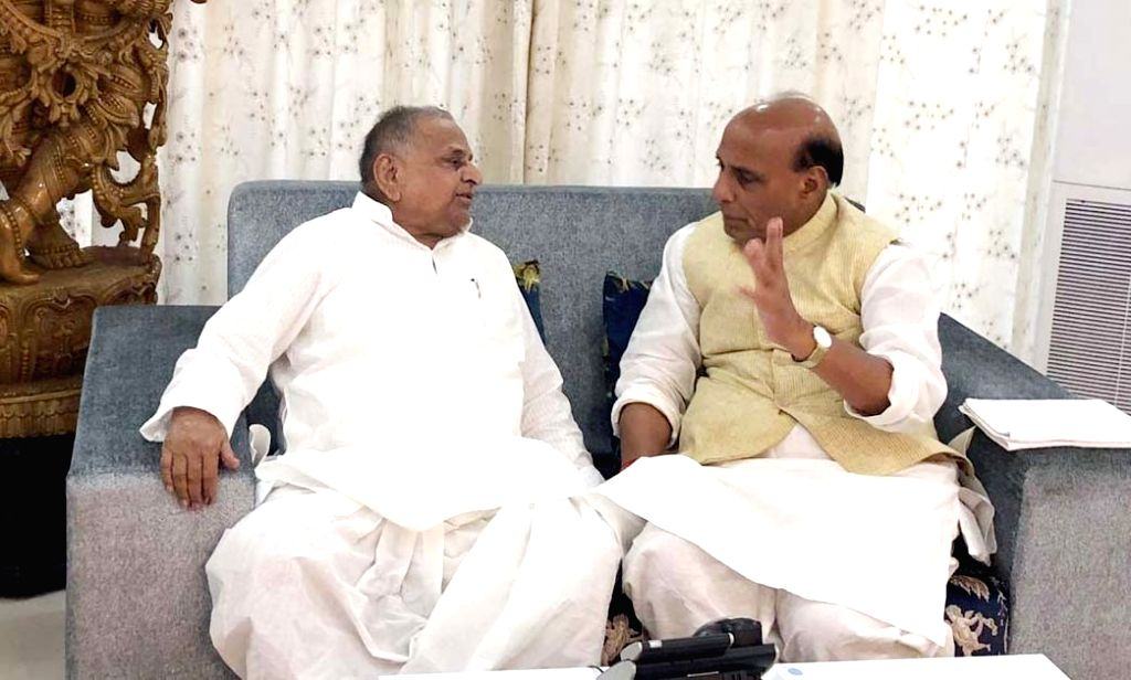 Lucknow: Union Minister and BJP's Lok Sabha candidate from Lucknow, Rajnath Singh meets Samajwadi Party (SP) Founder Mulayam Singh Yadav at his residence in Lucknow, on April 27, 2019. (Photo: IANS) - Rajnath Singh and Mulayam Singh Yadav