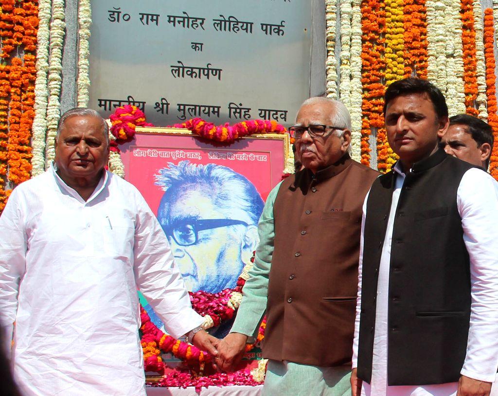 Uttar Pradesh Chief Minister Akhilesh Yadav, Uttar Pradesh Governor Ram Naik and Smajwadi Party chief Mulayam Singh Yadav during a programme organised to celebrate the birth anniversary of ... - Akhilesh Yadav and Mulayam Singh Yadav