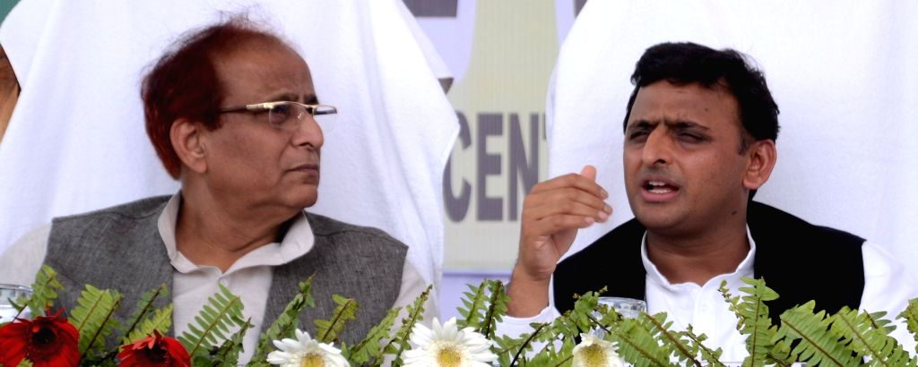Uttar Pradesh Chief Minister Akhilesh Yadav and state minister Azam Khan at the inauguration of Urdu IAS Study Centre in Lucknow, on May 4, 2015. - Akhilesh Yadav and Azam Khan